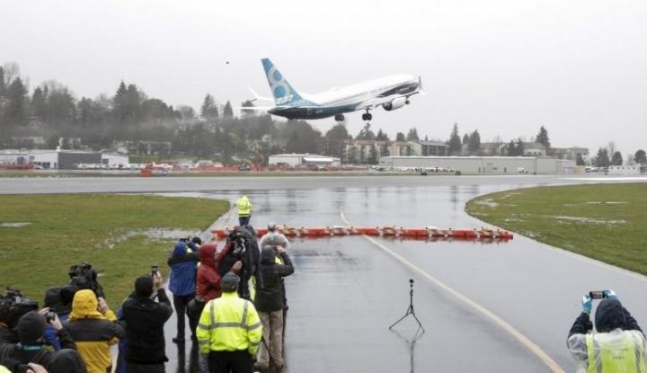 Pesawat Boeing 737 Tergelincir Hingga Tercebur ke Sungai Florida - Warta Ekonomi