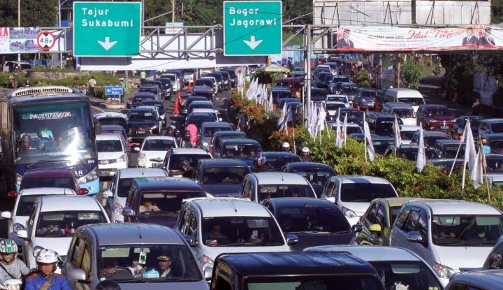 Lebaran, 31 Ribu Kendaraan Padati Jalur Puncak - Warta Ekonomi