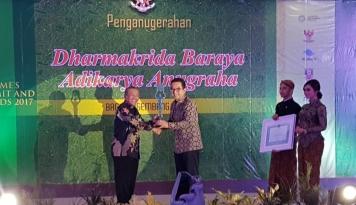 Foto Bos PNM Raih Penghargaan Pembina UKM Terbaik
