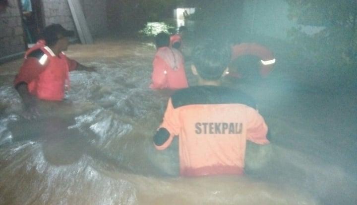 pencarian korban banjir di magetan terkendala faktor cuaca