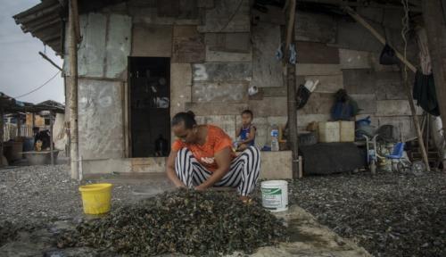 Foto Kartini Perindo Bagikan Beras Gratis untuk Warga Tanjung Priok