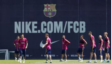 Foto Sevilla Boyong Pemain Barcelona ke Ramon Sanchez Pizjuan. Siapa?