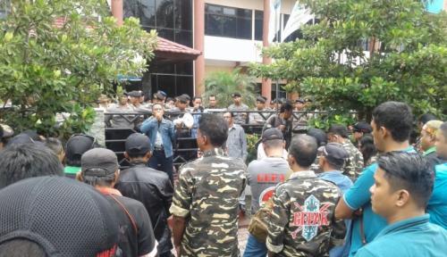 Foto Ormas Balikpapan Demo Tolak Pencabutan Subsidi Listrik