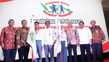 Foto Telkom dan Krakatau Steel Lepas 20 Siswa Banten ke Lampung