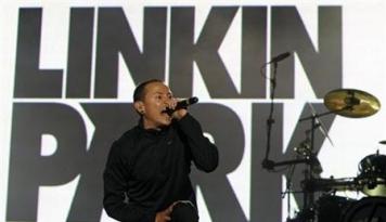 Foto Linkin Park Adakan Publik Memorial Kenang Chester Bennington