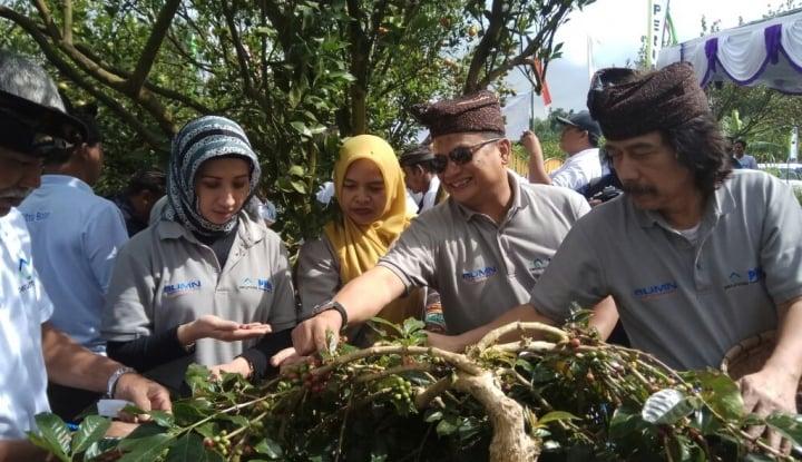 Foto Berita PNM Terbangkan 26 Karyawan Mekaar untuk Beribadah