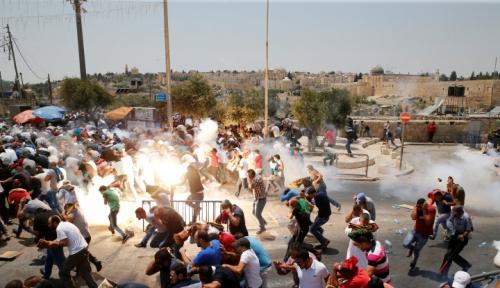 Foto 180 Orang Palestina Cedera dalam Bentrokan dengan Tentara Israel
