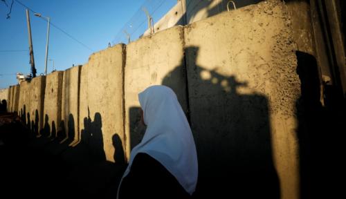 Foto Tembok Baru Israel Membuat Keluarga Palestina di Tepi Barat Terkucil