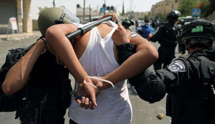 Foto Berita Parah! Tahun Ini Lebih dari 900 Anak Ditangkap Israel