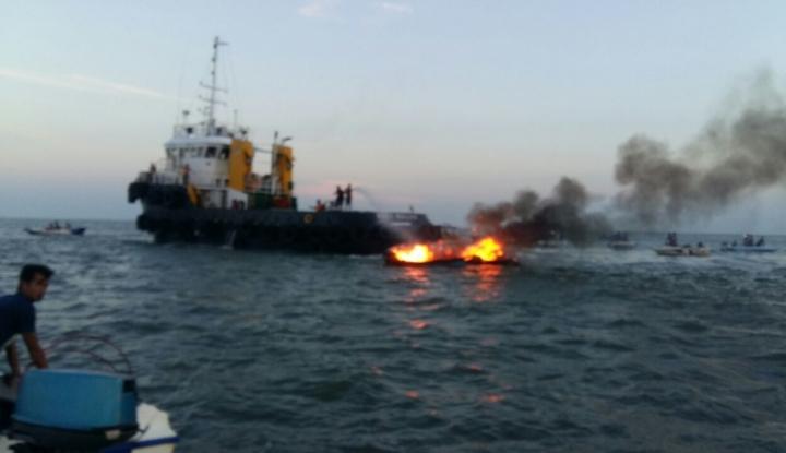 Foto Lagi, Speed Boat Pengangkut Balok Es Terbakar di Tarakan