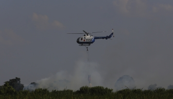 Foto Sudah Gunakan Helikopter BNPB Masih Kesulitan Padamkan Kebakaran di Gunung Merbabu