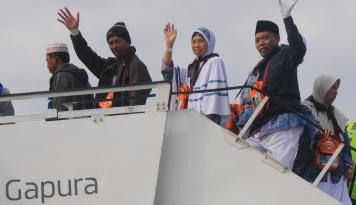 Foto 455 Calon Jamaah Haji Kloter Pertama Asal Balikpapan Diberangkatkan