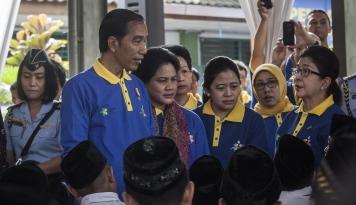 Foto Jokowi Resmikan Imunisasi Measles Rubella Milik BUMN Ini