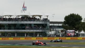 Foto Kimi Raikkonen Catatkan Waktu Tercepat di GP Bahrain