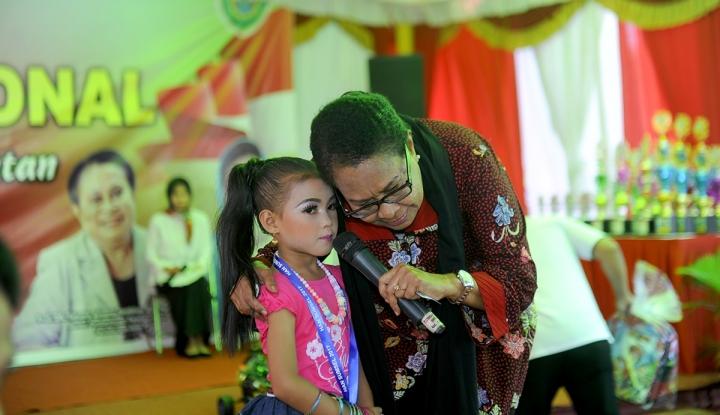 Menteri Yohana Beri Semangat Perempuan dan Anak Korban Gempa - Warta Ekonomi