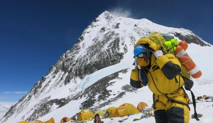 Gegara Corona, Nepal Tutup Pendakian Everest - Warta Ekonomi