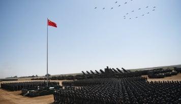 Foto Capres Ini Akui Tak Gentar Lawan China