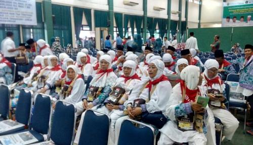 Foto Khofifah Ingin Bangun Asrama Haji di Kediri
