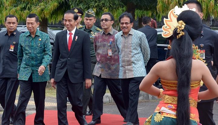 Foto Berita Presiden Jokowi Kumpul-kumpul dengan Kepala Suku di Bogor