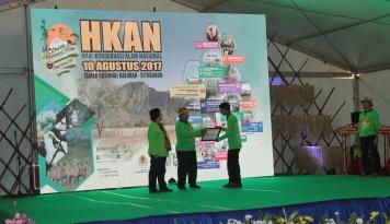 Foto TWNC Raih Penghargaan dari KLHK
