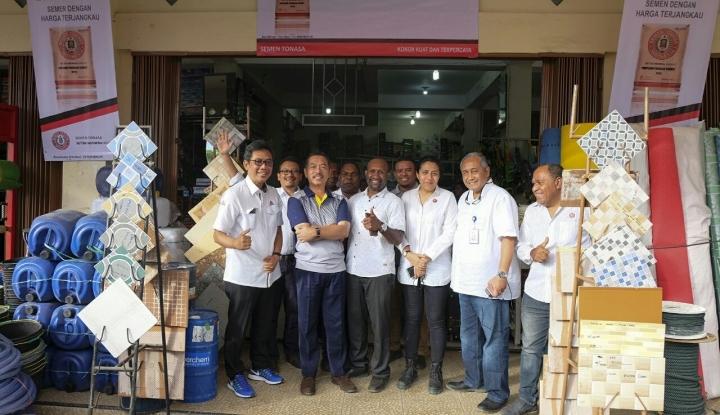 Foto Berita Kementerian BUMN Tinjau Kesiapan Toko Pengecer Semen Harga Terjangkau  di Papua