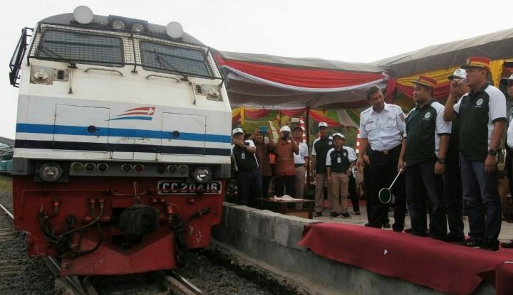 Foto Berita Kereta Api Logistik Mulai Angkut Semen Baturaja