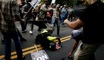 Foto Wakil Presiden AS: Kelompok Kekerasan Tidak Punya Tempat di Amerika!