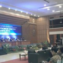 BJBR The Irfan Model Hantarkan Dirut BJB Raih Gelar Doktor Bidang Ekonomi - Warta Ekonomi