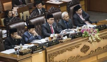Foto Fadli Zon Gantikan Papa Novanto Pimpin Paripurna DPR