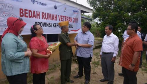 Foto PT Timah, BKI dan PDIP Batam Lakukan Bedah Rumah Veteran