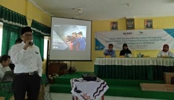 Foto Sambut HUT RI ke-72, Pahala N. Mansury Mengajar SMA di Banjarmasin