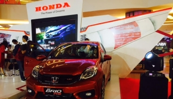 Foto Edisi Spesial Honda Brio dan HR-V Resmi Mengaspal di Makassar