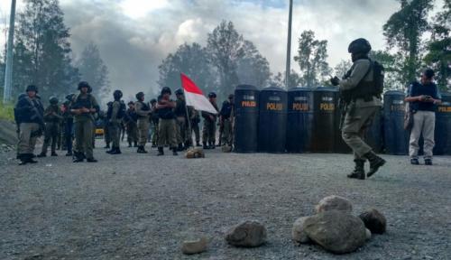 Foto Demo Anarkis di Freeport, Polisi Sikat Enam Orang