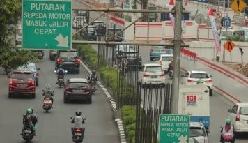Foto Sepeda Motor Haram Lewat Kuningan, Wartawan: Banyak Mudharatnya!