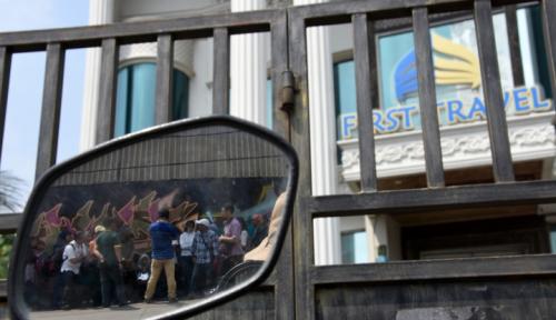 Foto Korban First Travel Tuntut Pemerintah, JK: Bukan Kami yang Wajib Ganti Rugi