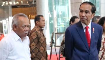 Foto Pujian Jokowi ke Nenek Bersuara Merdu: