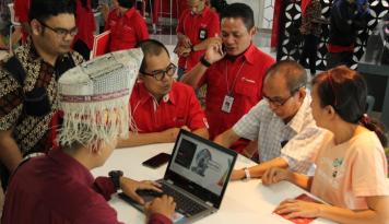 Foto Hari Pelanggan Nasional, Telkomsel Sumbagut Bagi-bagi Hadiah