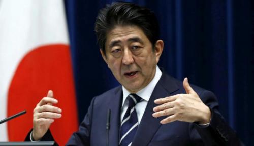 Foto Abe-Moon Dukung Gelar Negosiasi untuk Selesaikan Konflik Jepang-Korsel
