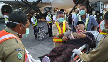 Foto Kemarin Sore, Kloter Pertama Jamaah Haji Asal Kediri Tiba di Bandara Juanda