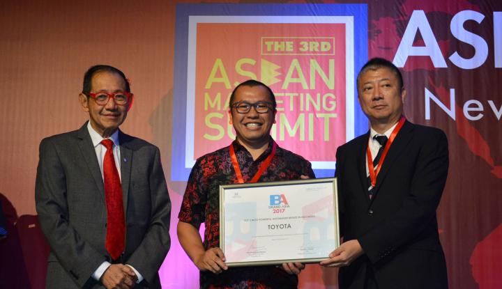 Foto Berita Toyota Raih Penghargaan Brand Asia Study 2017