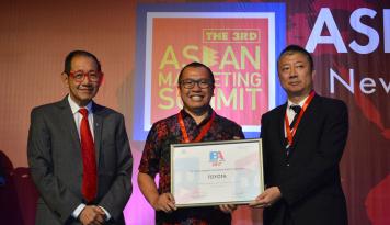 Foto Toyota Raih Penghargaan Brand Asia Study 2017