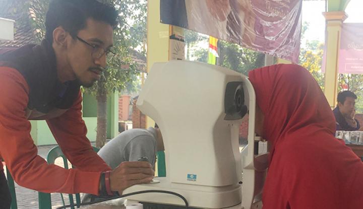 Foto Berita Dorong Produktivitas Perempuan, Amartha Salurkan 7.090 Kacamata Gratis di Pulau Jawa