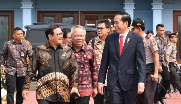 Foto Berita Istana Mulai Ramai Didatangi Undangan Reshuffle Kabinet