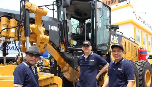 Foto Di Pameran Mining, Trakindo Luncurkan Motor Grader Caterpillar Seri M Generasi Terbaru