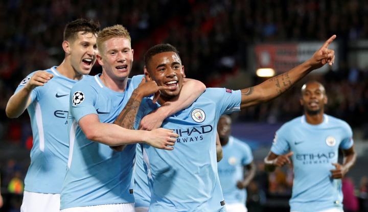 Foto Berita 2 Klub Asal Manchester Gondol Kemenangan