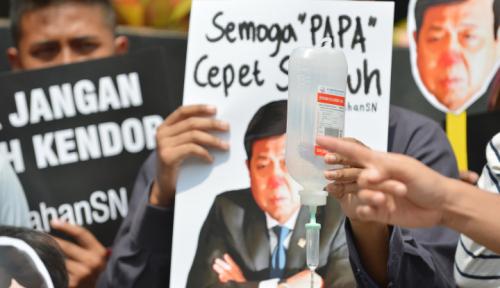 Foto Setya Novanto Diminta Penuhi Panggilan KPK