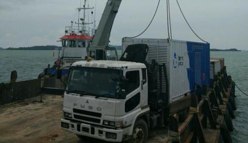 Foto Mesin Pembangkit Listrik 1.000 kW Didatangkan ke Kepulauan Riau