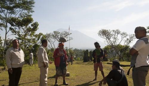 Foto Gunung Agung Meletus, DPRD: Masyarakat Tenang, Jangan Panik