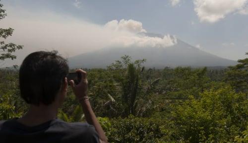 Foto Letusan Gunung Agung Tidak Munculkan Hujan Abu, Ini Kata BNPB
