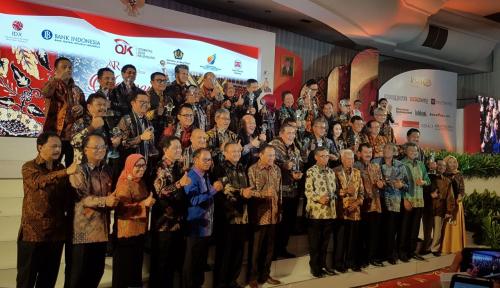 Foto BJB Jadi Juara I ARA 2016 Kategori BUMD Listed
